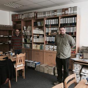 Stefan Walter und Daniel Börner im Büro der Geschichtswerkstatt Jena