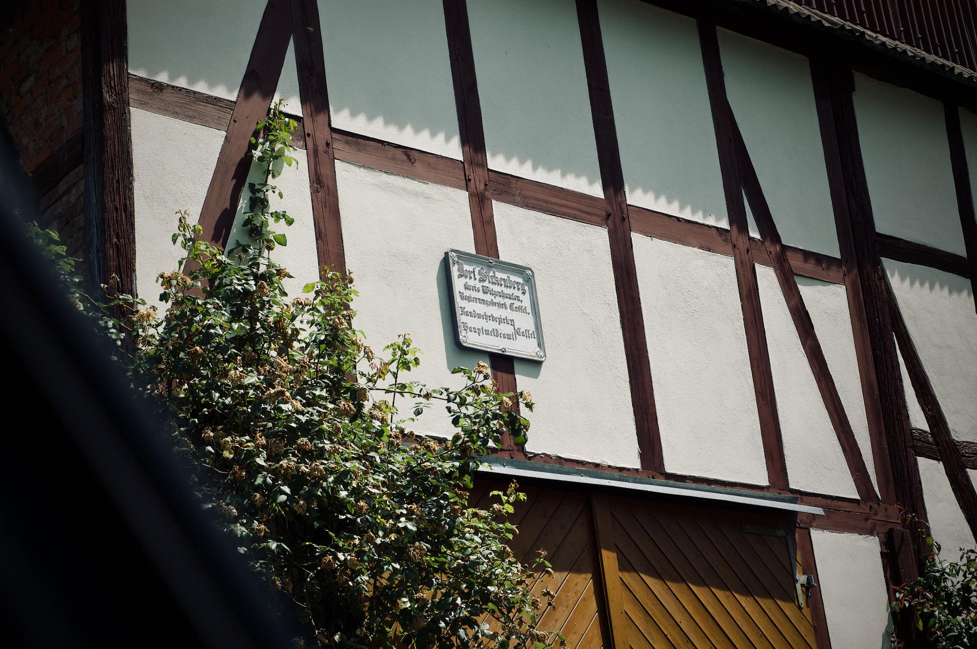 Alte Schilder erinnern an die Zeit vor dem Gebietstausch