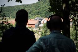 """Vom """"Westen"""" schauen Christian und ich nach Thüringen auf das Dörfchen Asbach"""